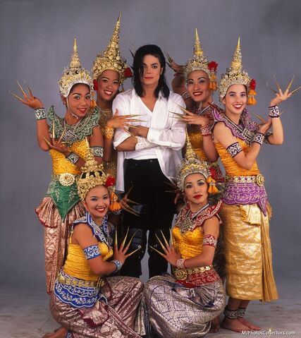 File:Black-or-white-dancers.jpg