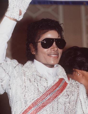 File:Michael Joe Jackson Sparkly Glove.png