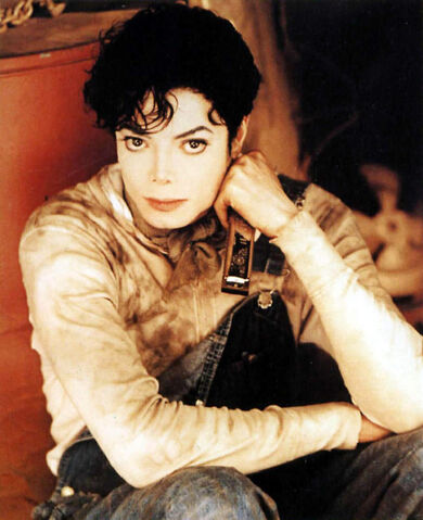 File:MJ-Childhood-Smile-michael-jackson-23077300-827-1016.jpg