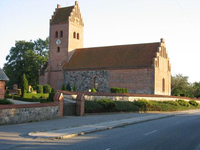 File:Lillerød Kirke 21-09-06 01.jpg