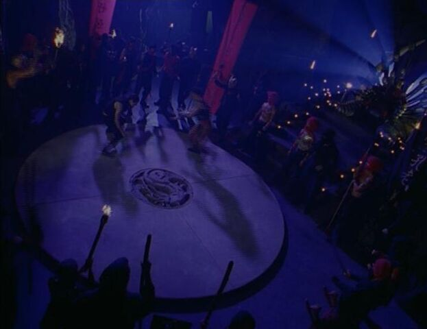 File:Battle in Shao Kahn's Throne Room.jpg