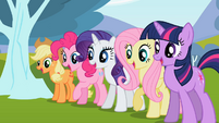 Ponies amazed by the butterfly's trick S02E07