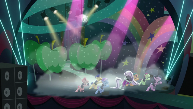 "File:Coloratura sings ""Give me more"" S5E24.png"