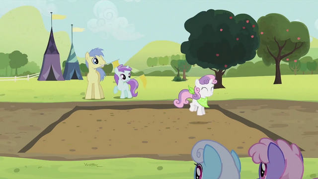 File:Sweetie Belle hopping S2E05.png