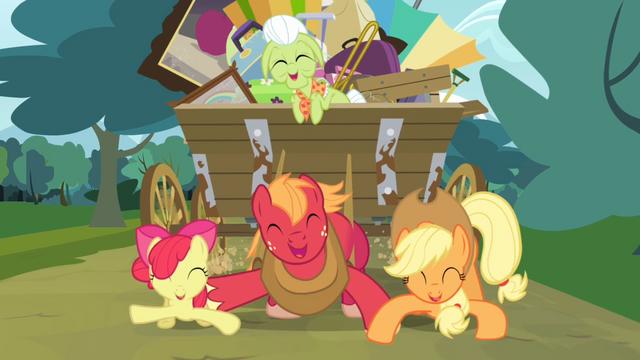 File:Apple Bloom, Big McIntosh and Applejack dancing S4E09.png