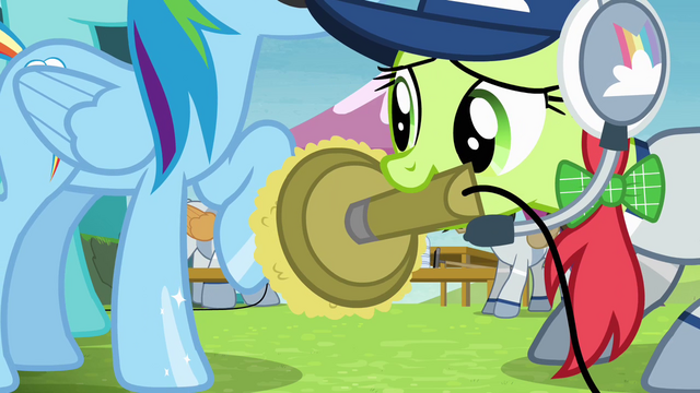 File:Rainbow's hoof being shined S4E10.png