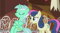 Sweetie Drops greeting Lyra S5E9