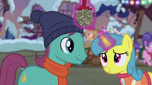 File:Lemon Hearts and Earth pony with mistletoe S06E08.png