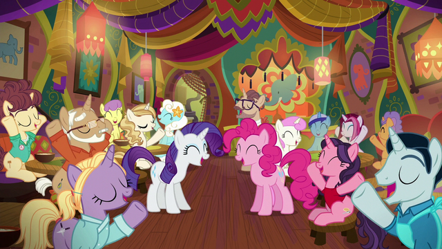 File:Pinkie, Rarity, and ponies overjoyed S6E12.png