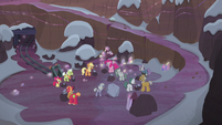 Apples and Pies in the rock quarry S5E20