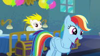 Rainbow Dash acting like Applejack S6E7