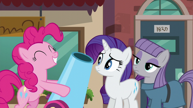 File:Rarity and Maud Pie sees Pinkie with her party cannon S6E3.png