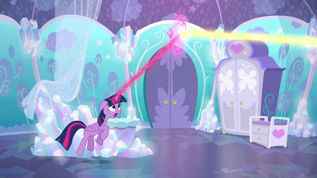 File:Twilight intercepting Flurry Heart's magic S6E1.png