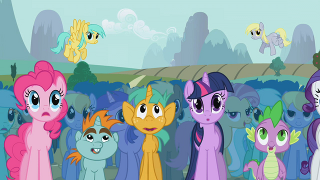 File:Pinkie Pie in crowd S01E06.png