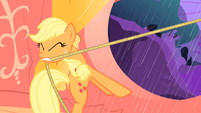 Applejack tugs on lasso S1E08