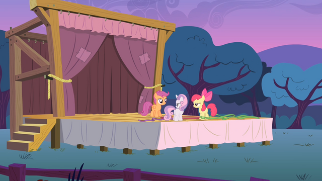 File:The CMC onstage at dusk S4E05.png