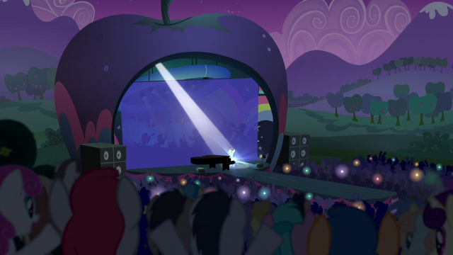 File:Audience cheers as Coloratura performs S5E24.png
