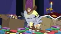Derpy shaking off her dizziness S6E25