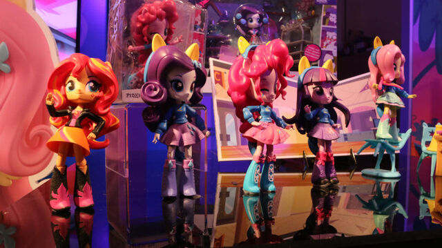 File:Hasbro Toy Fair 2016 - EG Minis Dance Party Set display.jpg
