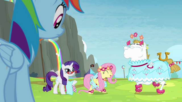File:Rainbow sees Fluttershy and Bulk in dresses S4E10.png