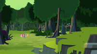 Ponies approaching the Fortress of Talacon S4E04