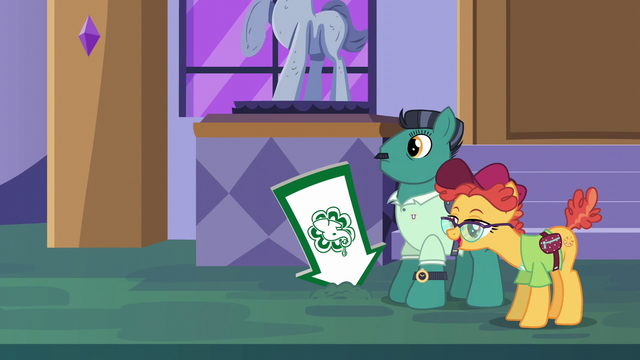 File:Orange Slice looking at Tasty Treat sign S6E12.png