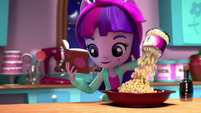 Twilight pours kernels into a bowl EGM2