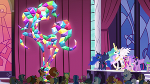 Citizens of Equestria statue unveiled S5E10
