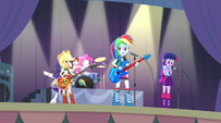 Rainbow Dash looking worried during Shake Your Tail EG2