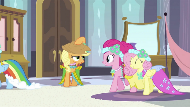 File:Applejack put hat on S2E25.png
