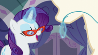 Rarity singing while sewing dress S5E14