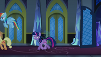 Twilight Changeling leaving the throne room S6E25