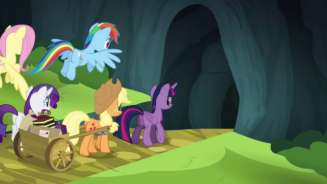 File:Twilight and friends entering the Traders Exchange S4E22.png