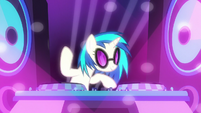 DJ Pon-3 playing club music S6E9