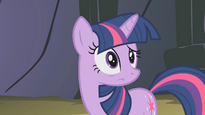 Twilight looks at Pinkie S01E07