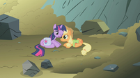 Applejack saved Twilight S01E07