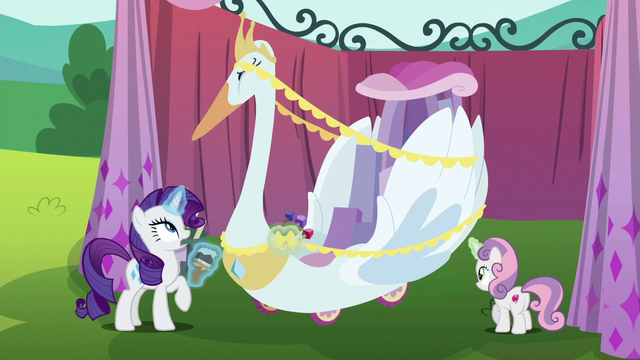 File:Sweetie Belle adds fringe to swan cart S6E14.png