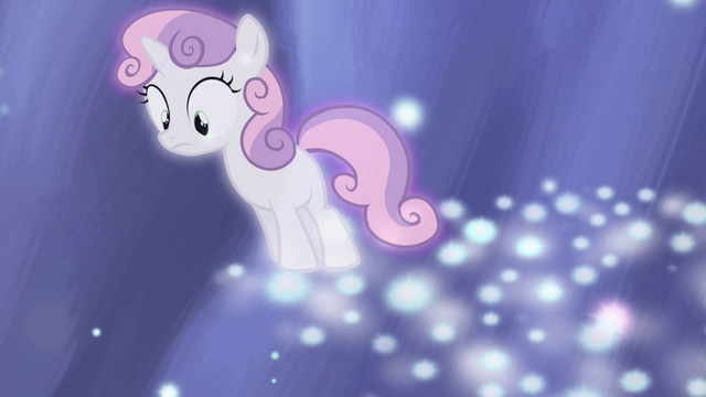 File:Sweetie Belle looking over edge of stars S4E19.png