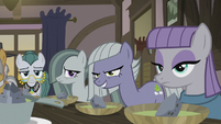 Pie sisters staring at Applejack S5E20