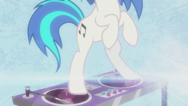 File:DJ Pon-3 standing on her turntable S5E9.png
