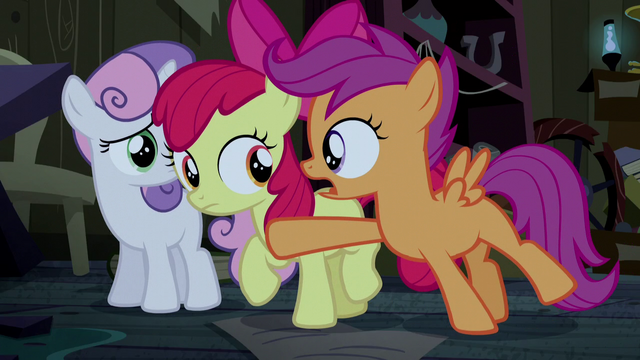 File:Scootaloo stopping Apple Bloom S5E6.png