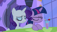 Rarity be displaying S2E25