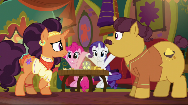 File:Pinkie Pie copying Rarity S6E12.png