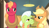 Granny Smith looking at Applejack S4E17