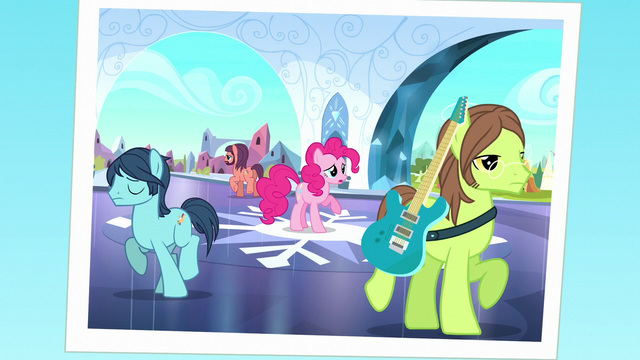 File:Photo of Pinkie separating from her band S5E11.png