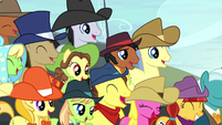 Spectator ponies laughing harder S5E6