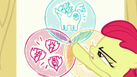 Apple Bloom points at the intersection of the three circles in the Venn diagram S6E4