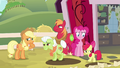 Apple family deep pondering S4E09.png