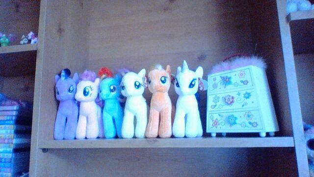 File:Tico Tango Troll's pony beanies.jpg