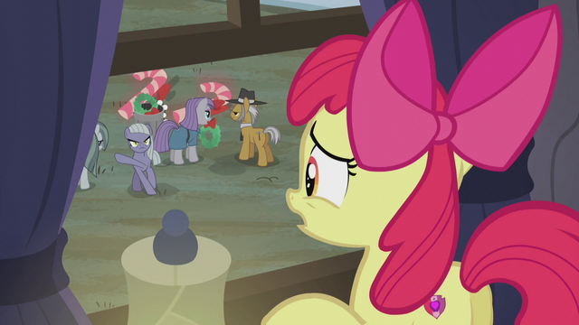 File:Limestone gestures for Apple Bloom to leave S5E20.png